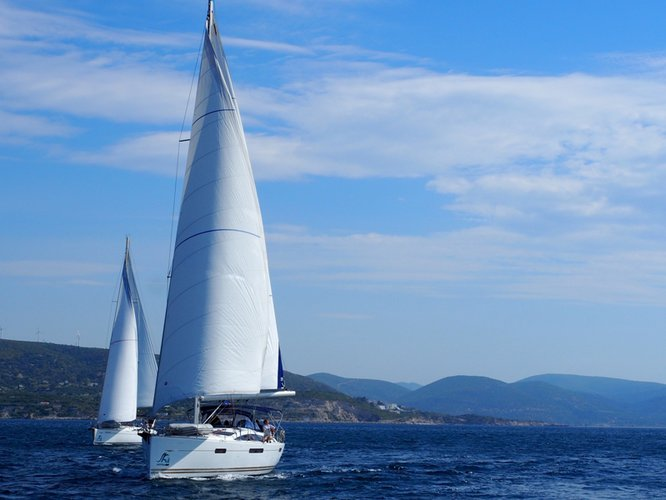 This 52.0' Jeanneau cand take up to 10 passengers around Aegean