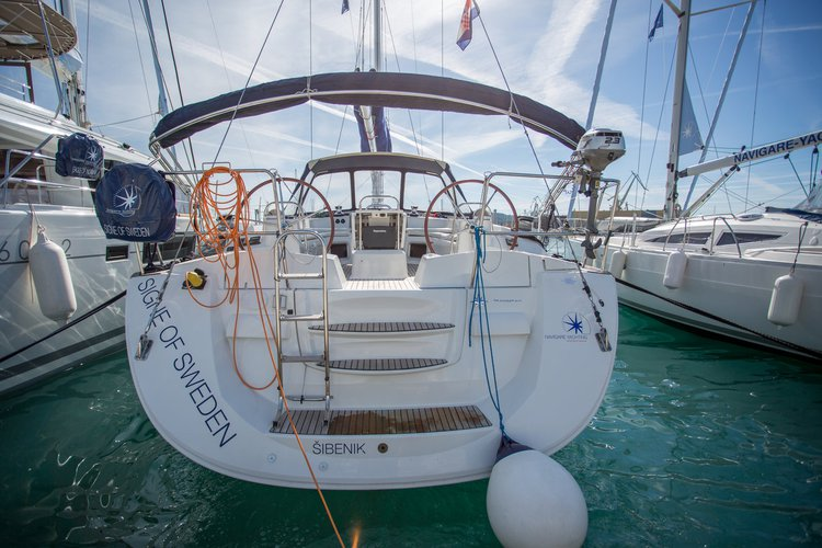 Sail the beautiful waters of Cyclades on this cozy Jeanneau Jeanneau 53