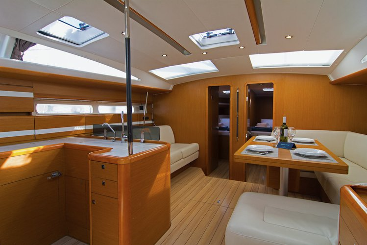 This 52.0' Jeanneau cand take up to 11 passengers around Split region
