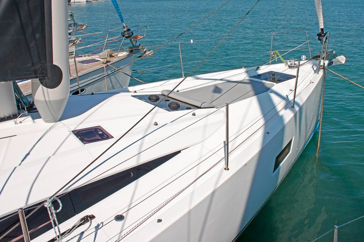 Discover Cyclades surroundings on this Jeanneau 54 Jeanneau boat
