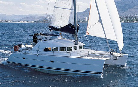 Get on the water and enjoy Balearic Islands in style on our Lagoon-Bénéteau Lagoon 380