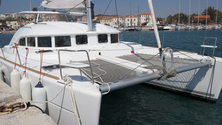 Explore Cyclades on this beautiful sailboat for rent