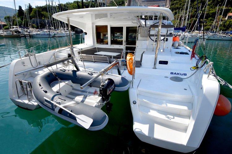 Discover Dubrovnik region surroundings on this Lagoon 39 Lagoon-Bénéteau boat