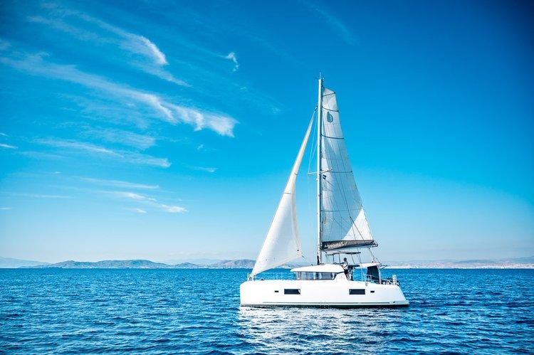 Discover Saronic Gulf surroundings on this Lagoon 42 Lagoon-Bénéteau boat