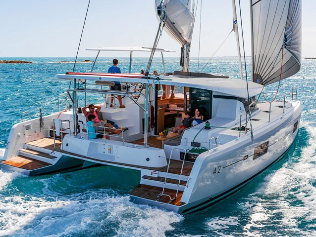 Relax on board our sailboat charter in Split region