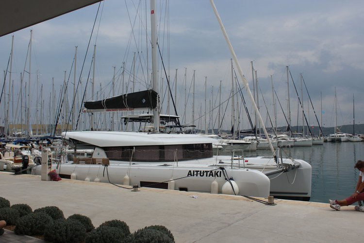 All you need to do is relax and have fun aboard the Lagoon-Bénéteau Lagoon 42