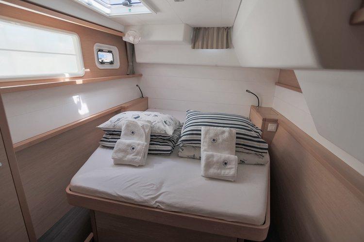 Discover Dubrovnik region surroundings on this Lagoon 450 F Lagoon-Bénéteau boat