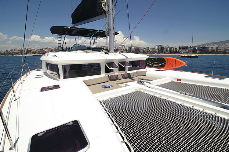 Discover Saronic Gulf surroundings on this Lagoon 450 Lagoon-Bénéteau boat