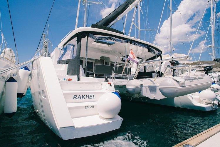 Beautiful Lagoon-Bénéteau Lagoon 450 F ideal for sailing and fun in the sun!