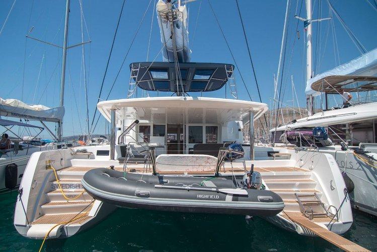 Sail the beautiful waters of Split region on this cozy Lagoon-Bénéteau Lagoon 52 F