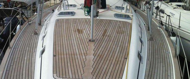 This 54.0' Ocean Star cand take up to 10 passengers around Saronic Gulf