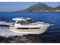 Jump aboard this beautiful Jeanneau Leader 33
