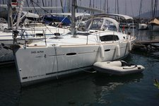 Beautiful Bénéteau Oceanis 40 ideal for sailing and fun in the sun!