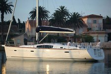 Enjoy luxury and comfort on this Campania sailboat charter