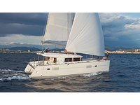 Enjoy luxury and comfort on this Lagoon Lagoon 400 S2  in