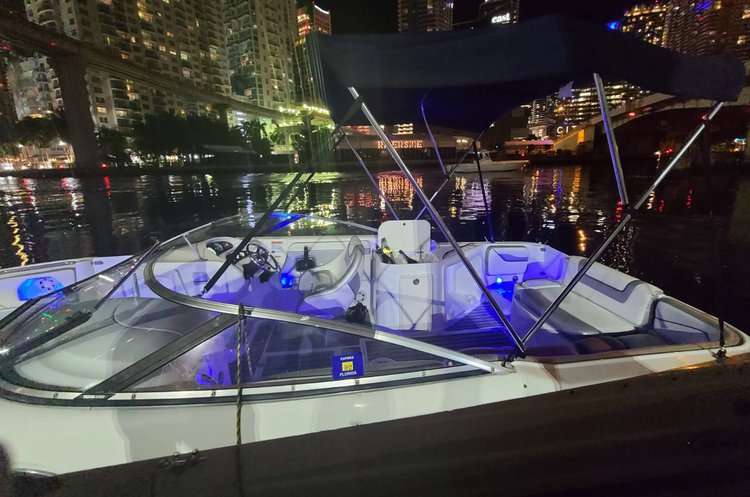 26't  sun deck  Beautiful Boat in Miami
