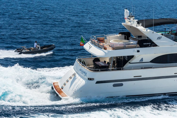 Discover Cannes surroundings on this Custom Azimut boat