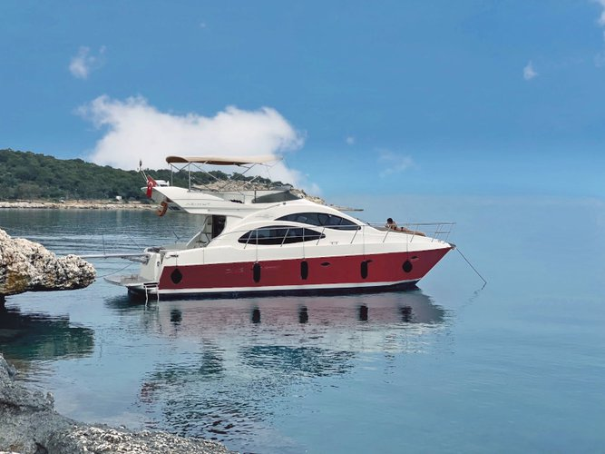 This motor boat charter is perfect to enjoy Bodrum
