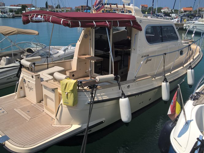 Beautiful Damor Damor 980 Fjera ideal for cruising and fun in the sun!
