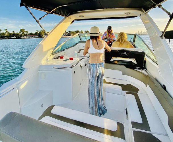 Discover Miami Beach surroundings on this 275 SY Monterey boat