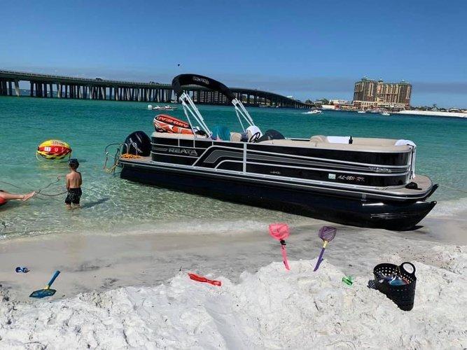 Pontoon boat rental in Shalimar, FL