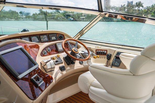 Cruiser boat rental in Harbor West Marina,
