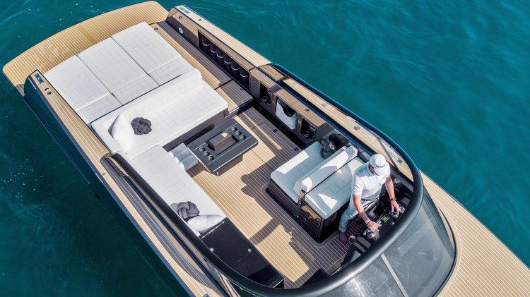 Discover Newport Beach surroundings on this 40.2 VanDutch boat