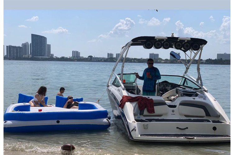 Discover Miami surroundings on this 212 SS YAMAHA boat