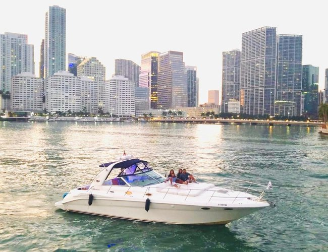 This 45.0' Sea Ray cand take up to 6 passengers around Miami