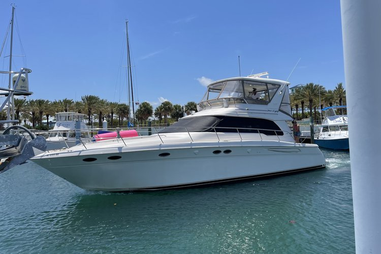 Discover Riviera surroundings on this 52 Sea Ray boat