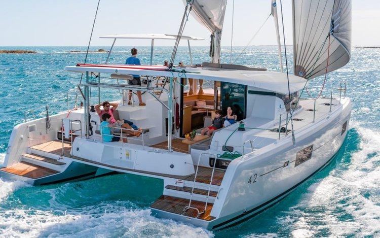 Charter this luxurious & comfortable sailing catamaran to explore Nassau