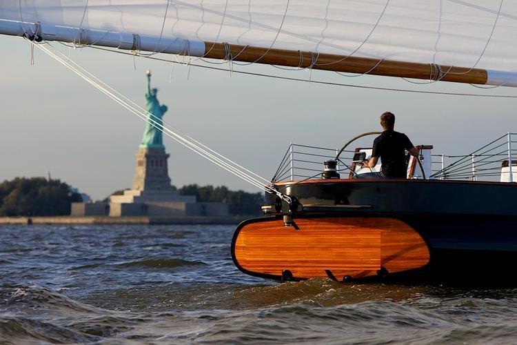 Discover New York surroundings on this Schooner Schooner boat