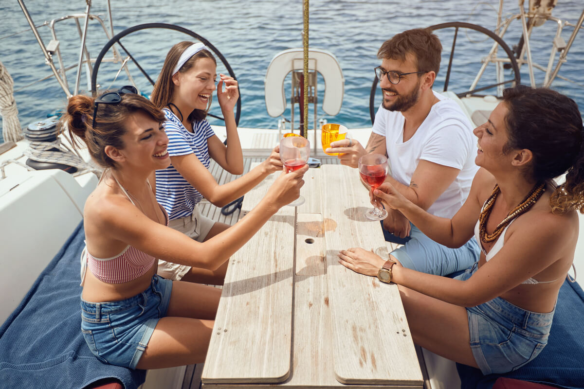 boat-rental-yacht-charter-sunset-cruise-nyc-the-hamptons-drinks-aboard
