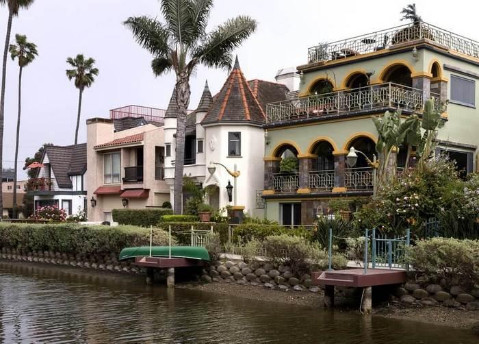 marina-del-rey-boat-rentals-sailing-venice-canals