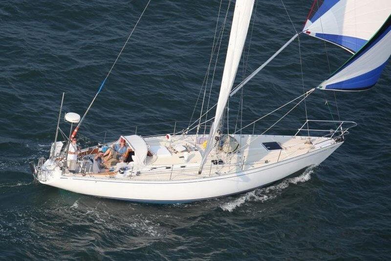 rental-Sail-boat-sailing-sag-harbor-sailo-new-york