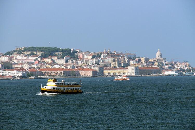 sailing-in-lisbon-Ponte-Final