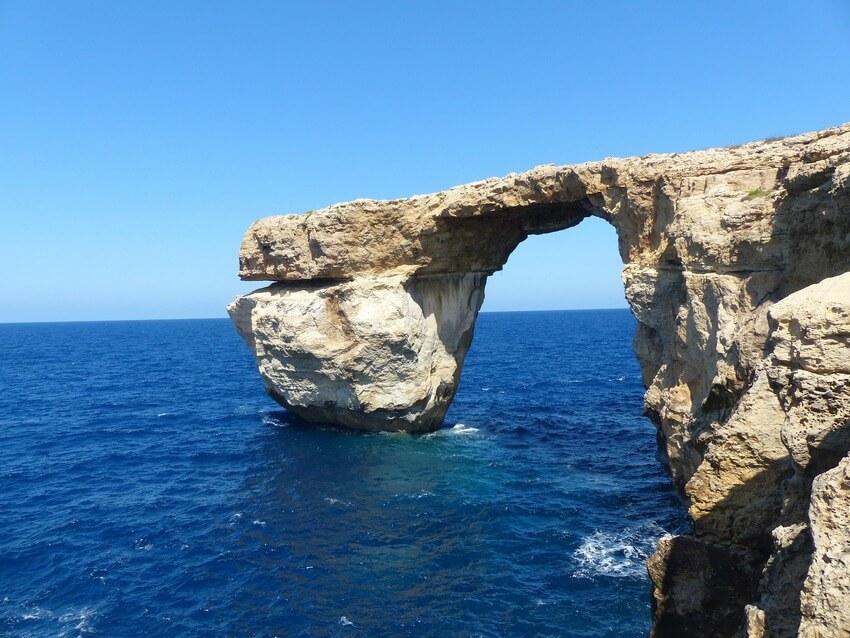 sailing-malta-most-popular-spots-by-sailo-boat-blue-grotto