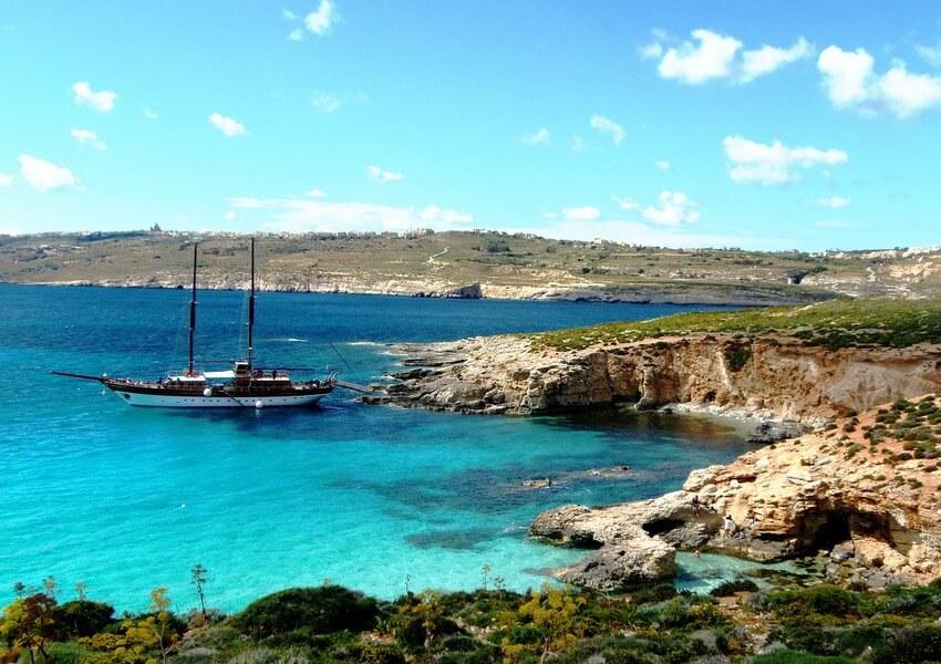 sailing-malta-most-popular-spots-by-sailo-boat-comino