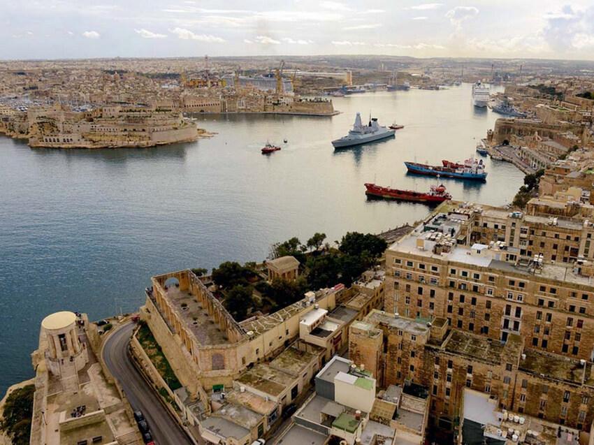 sailing-malta-most-popular-spots-by-sailo-boat-port-valleta