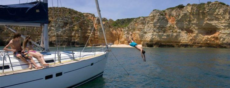 sailing-cascais-dinosaurs-beach.jpg
