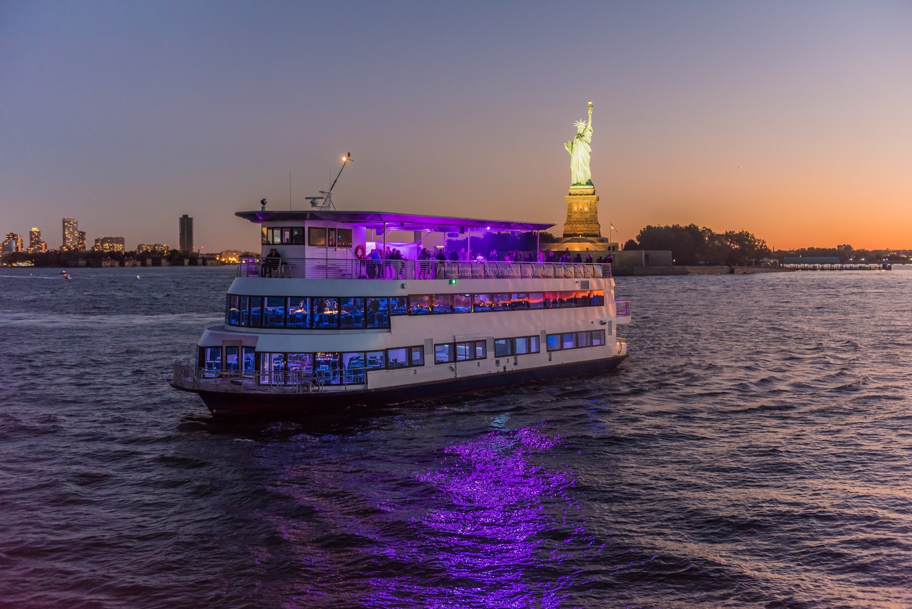 NEW YEAR'S EVE 2019 MANHATTAN FIREWORKS CRUISE